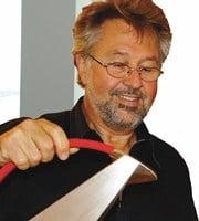 Wolfgang Gessl med en av sina silverkannor