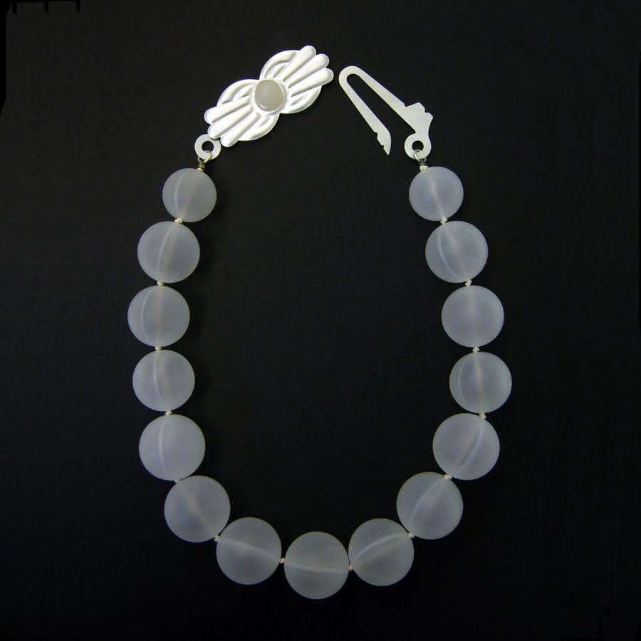 Tove Knuts Halsband av silver deorollonkulor, silver och parlsilke
