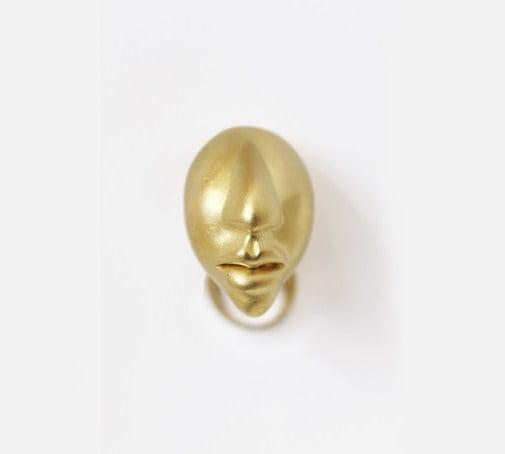 Ring i guld av Margareth Sandström