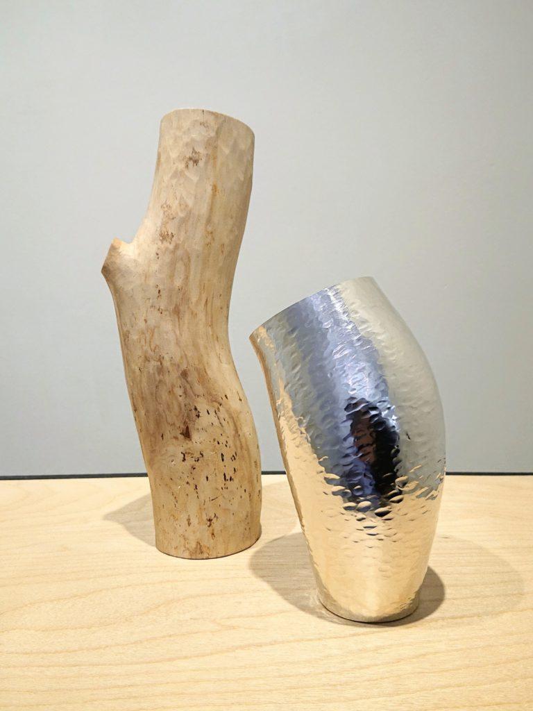 Förgrening silver- och träobjekt av Elin Hedberg